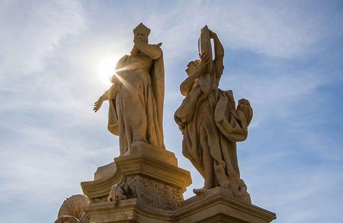 Izquierda: San Francisco de Borja