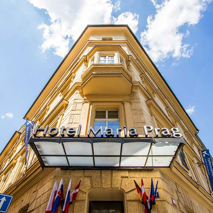 hoteles cerca de la estación de praga